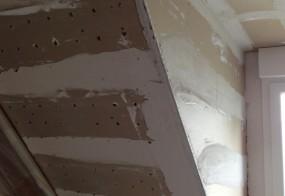 Plafond rampant en perfoplaques à enduire au plâtre